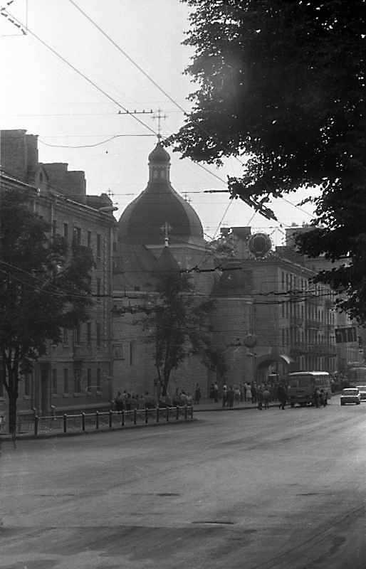 1988 р. Вигляд зі сходу у перспективі вулиці