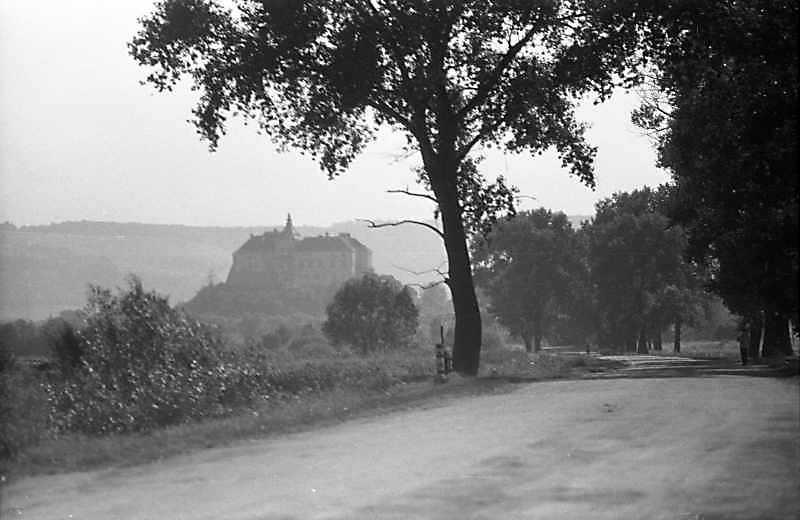 1988 р,. Силуетний вигляд замку з північного сходу