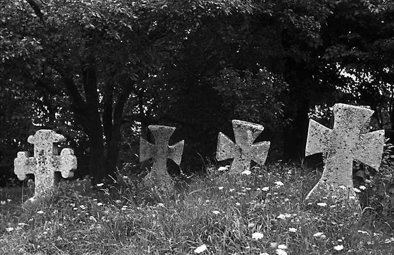 1988 р. Цвинтар біля церкви