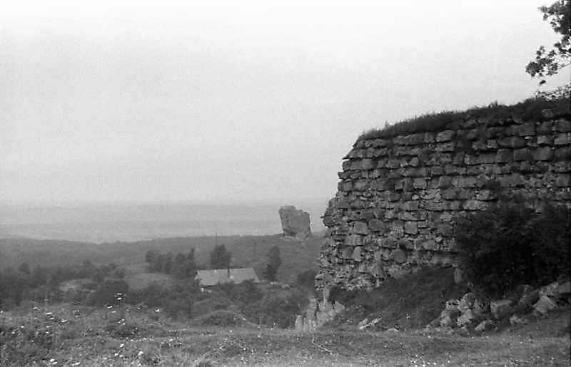 1988 р. Ріг північно-західного бастіону на тлі Чортова каменя