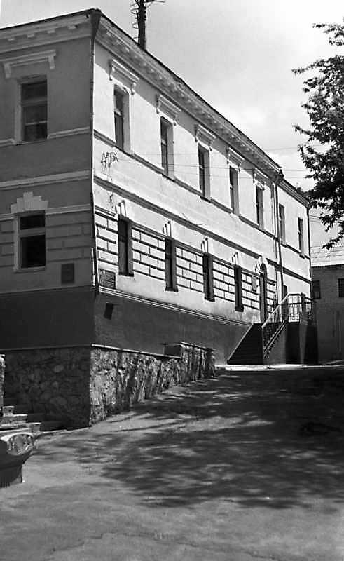 1989 р. Бічний фасад