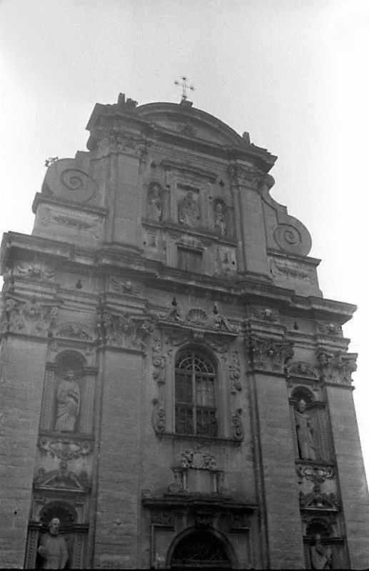 1989 р. Верхня частина головного фасаду. Вигляд із заходу