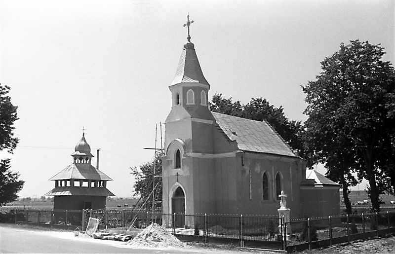 1989 р. Дзвіниця і костел. Вигляд з північного сходу