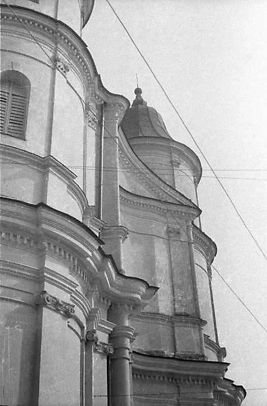 1989 р. Верхній ярус головного фасаду. Вигляд з півночі