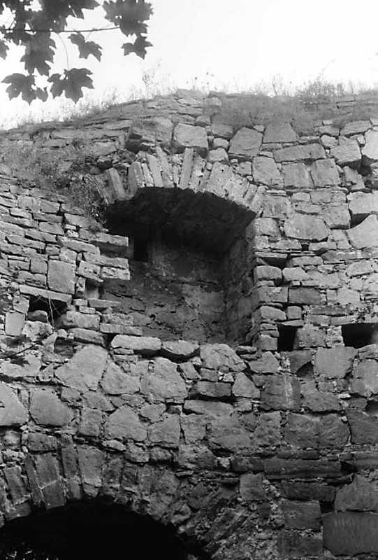 1989 р. Ніша над брамою. Вигляд з внутрішнього двора башти