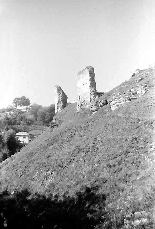 1989 р. Фрагменти мурів 5 і 4. Вигляд з півдня