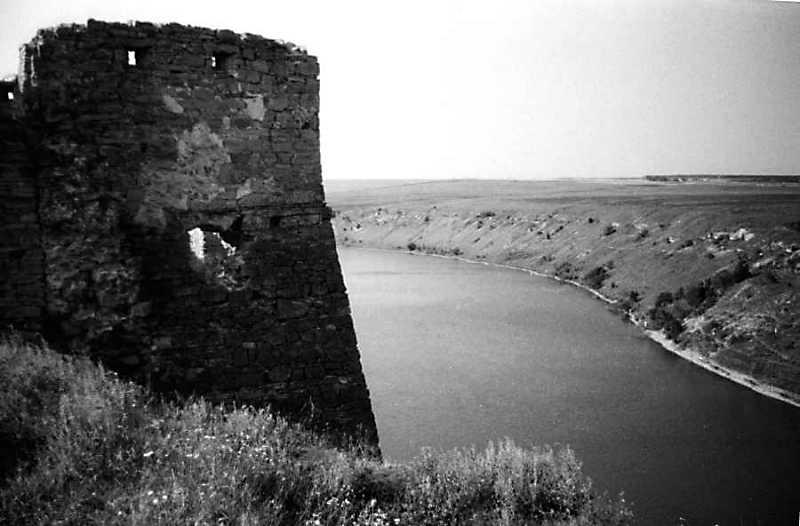 Фрагмент башти на тлі Жванчика