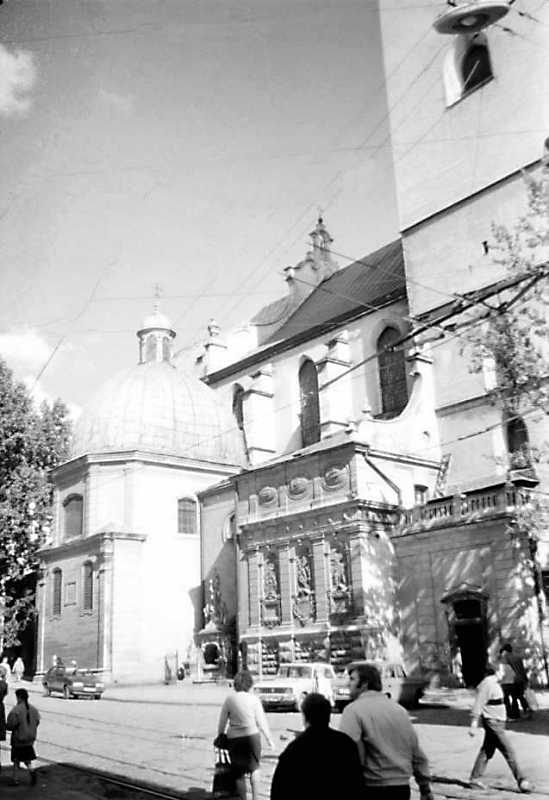 1990 р. Каплиці біля північної стіни. Вигляд з північного заходу