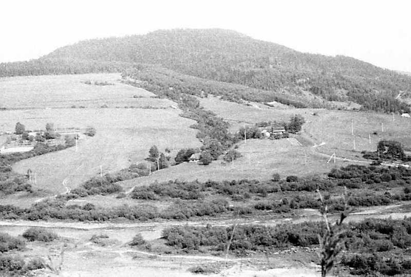 1990 р. Краєвид гори біля міста