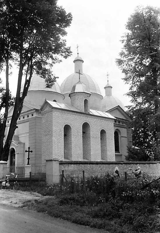 1990 р. Церква і дзвіниця. Вигляд з позиції А3
