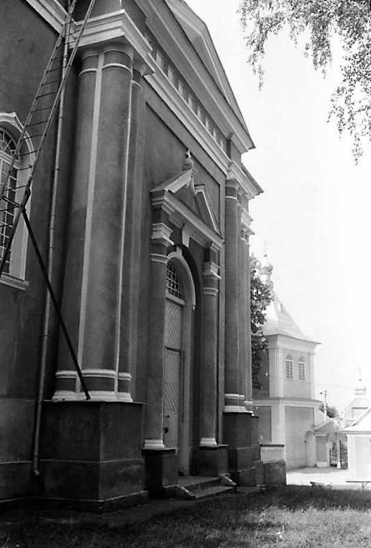 1990 р. Бічний фасад в ракурсі. Вигляд з позиції С1