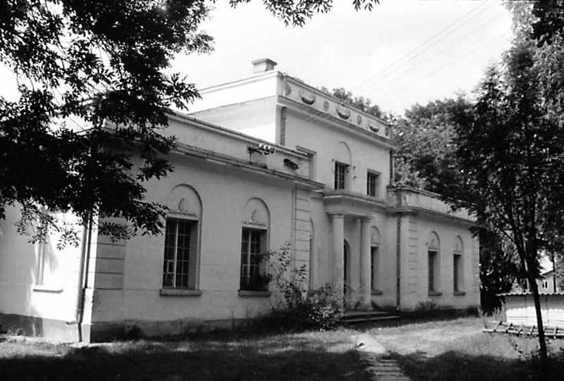 1991 р. Головний фасад у ракурсі