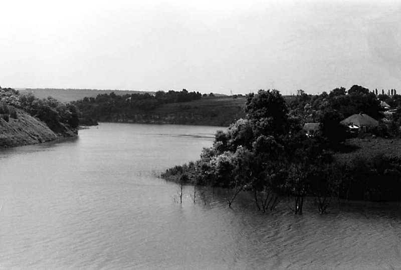 1991 р. Вид ріки Жванчик біля замку