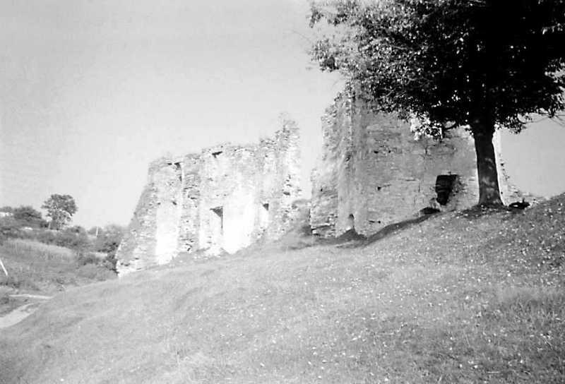1991 р. Башта 2, палац 3 і башта 4. Вигляд із заходу