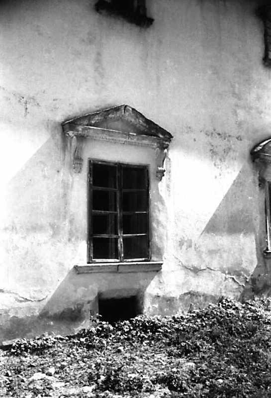 1991 р. Вікно західного фасаду. Вигляд з північного заходу