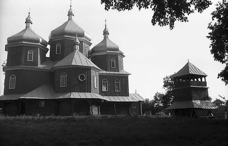 1993 р. Церква і дзвіниця. Вигляд з позиції С4
