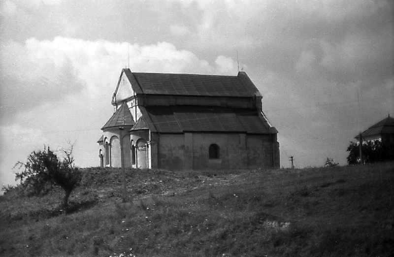 1993 р. Оборонний вал, церква та дзвіниця. Вигляд з півночі