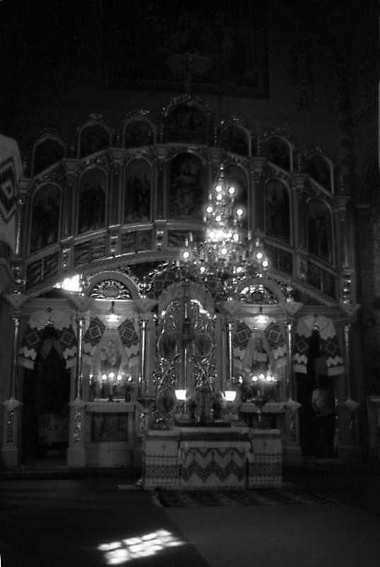 1993 р. Інтер'єр церкви з видом на іконостас