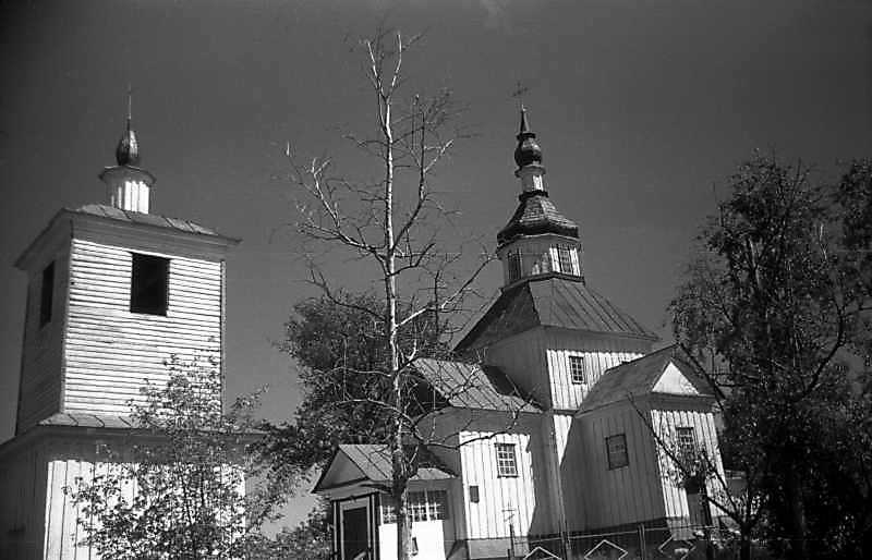 1993 р. Дзвіниця і церква. Вигляд з південного заходу