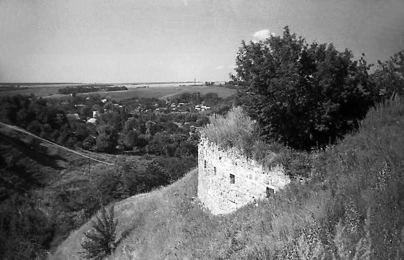 1995 р. Фундамент башти. Вигляд з північного сходу