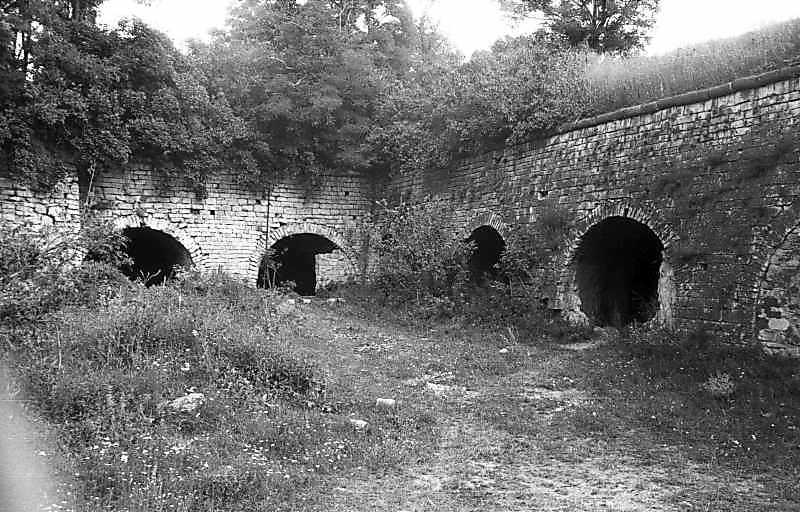 1995 р. Стик західного (ліворуч) та північного ровів. Вигляд з пвденного сходу
