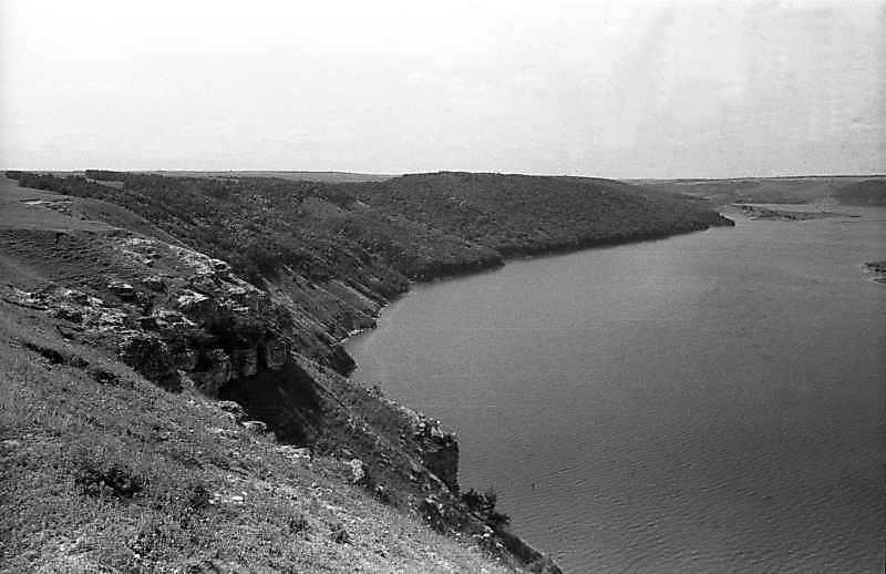 1995 р. Лука правого берега Дністра на захід від с. Комарів. Вигляд з північного сходу