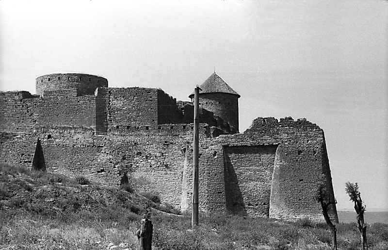 1995 р. Північно-східний ріг фортеці з баштами 27, 30, 28, 29. Вигляд зі сходу