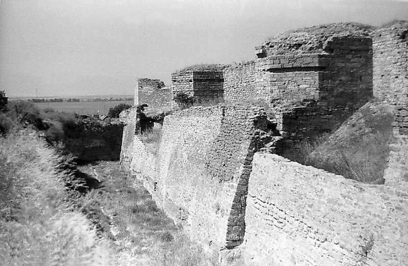 1995 р. Південний фронт з баштами 12, 10, 9. Вигляд з південного сходу