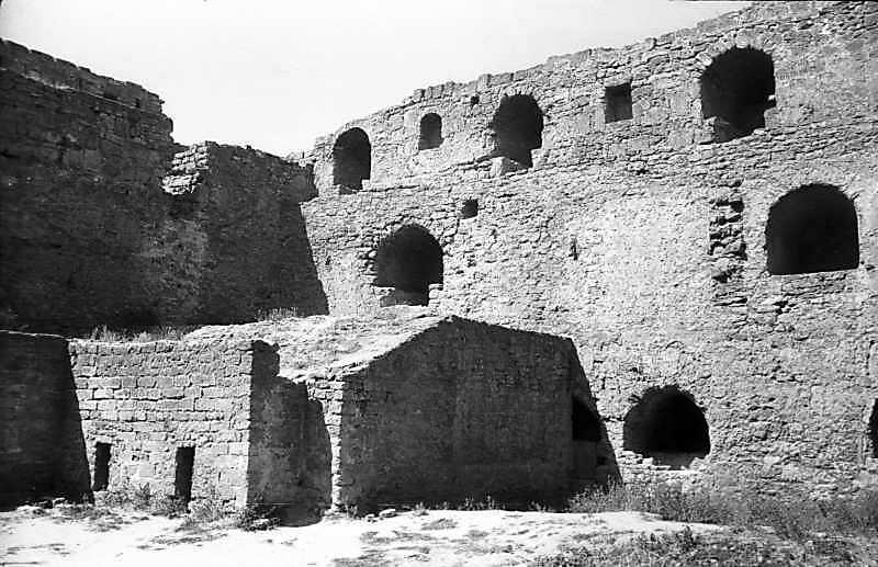 1984 р. Західна частина північного муру. Вигляд з південного сходу