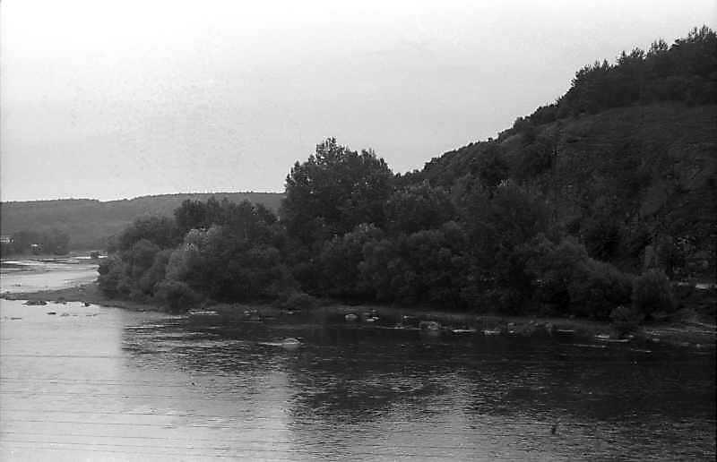 1996 р. Вид на ріку Бог у с. Печера