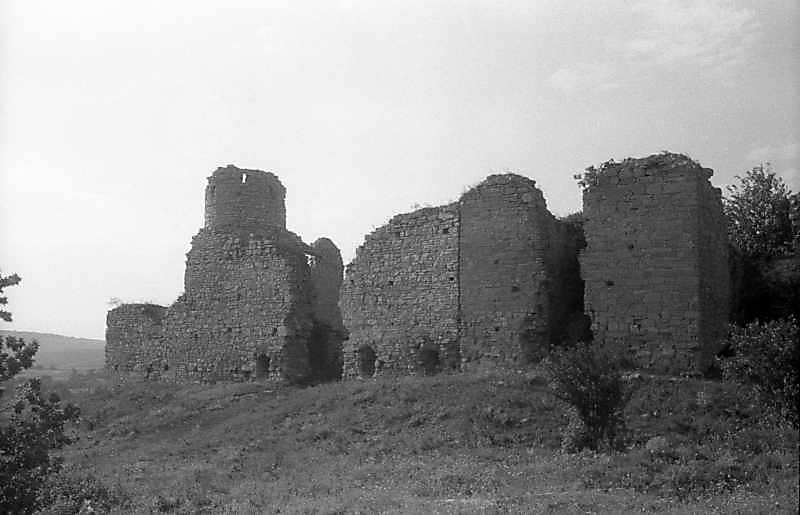Західна частина (мури 2, 8)