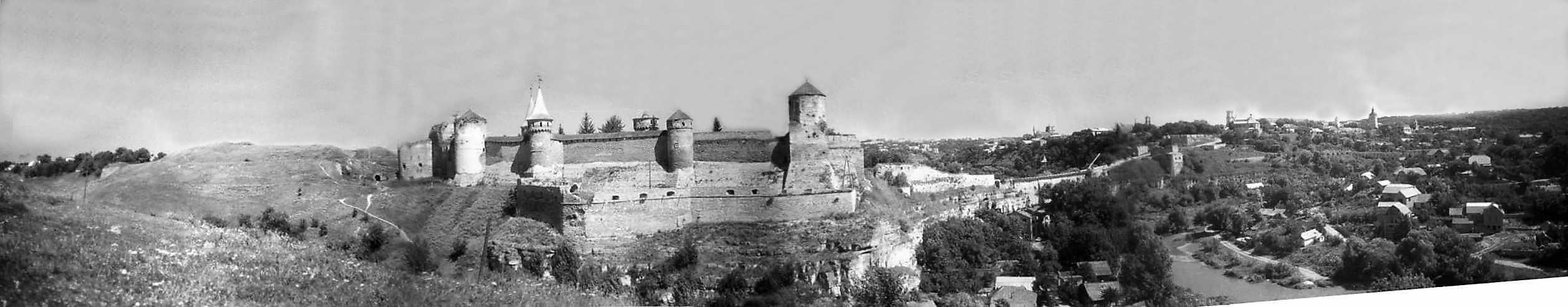 1996 р. Панорама Нового і Старого замків та Старого міста з півдня