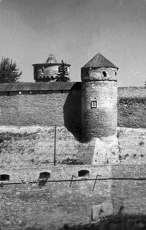 1996 р. Башти Лянцкоронська, Ковпак та південний бастіон. Вигляд з півдня