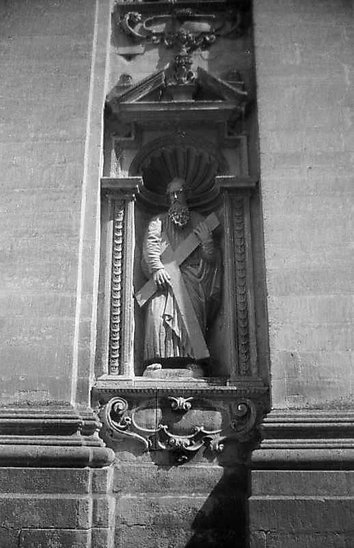 Ніша з фігурою апостола Андрія
