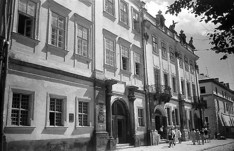 1997 р. Будинки № 8 – 10. Вигляд з північного заходу