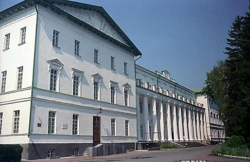 2000 р. Загальний вигляд з боку головного фасаду