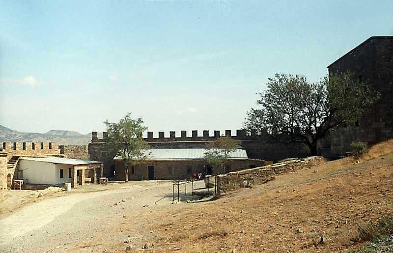 2001 р. Північний фрагмент східного муру. Вигляд із заходу