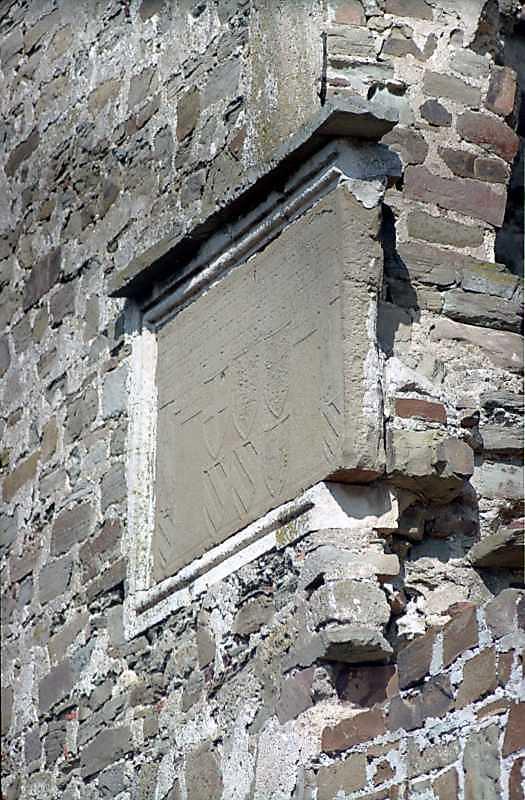 2001 р. Плита з будівельним написом на західній стіні