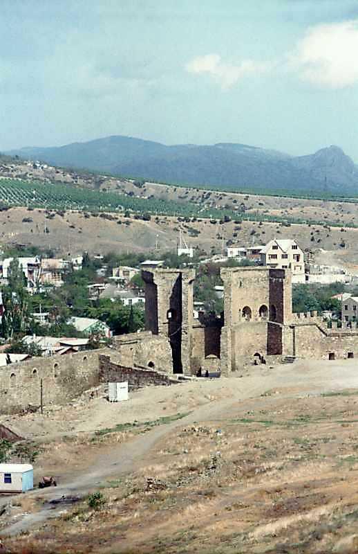 2001 р. Загальний вигляд з півдня, від храму на консолях
