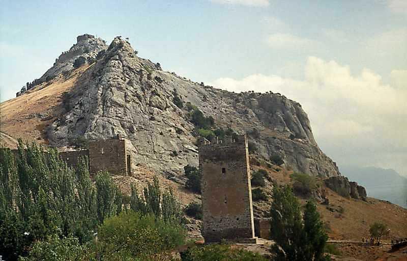 2001 р. Башта Астагвера та церква 12 апостолів. Вигляд із заходу на тлі Фортечної гори