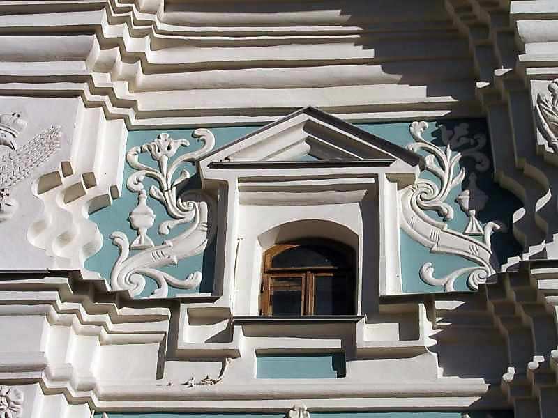 2004 р. Вікно (південно-західний фасад, 1-й ярус, ліве прясло)