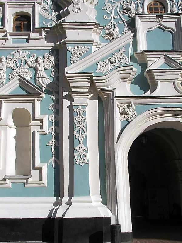 Скульптурний декор (південно-західний фасад, 1-й ярус, ліве прясло)