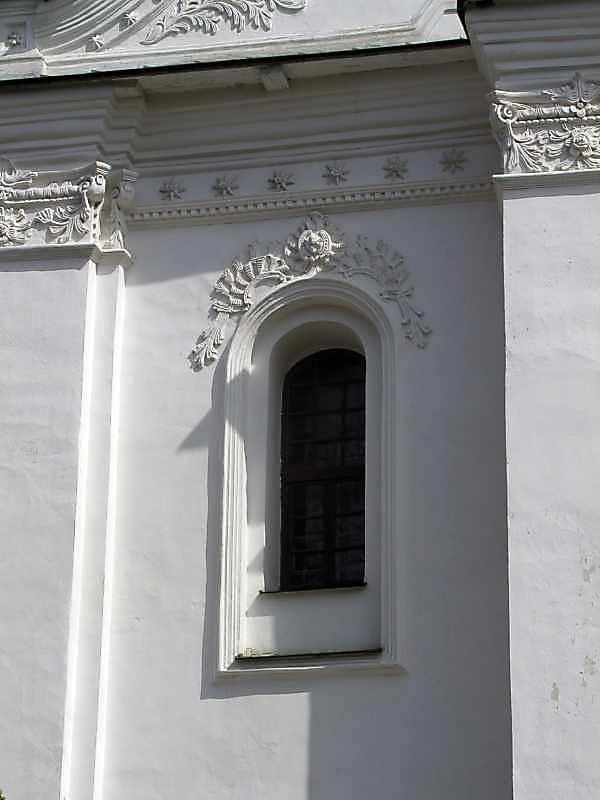 2005 р. Західний фасад. Північне прясло. Вікно 2-го ярусу. Вигляд з заходу