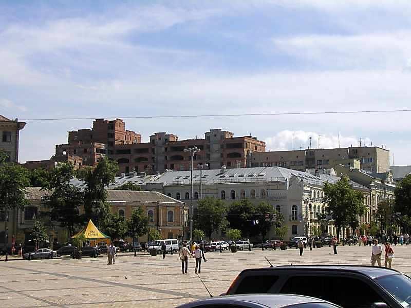 2005 р. Південна частина площі (кінець вул.Софійської)