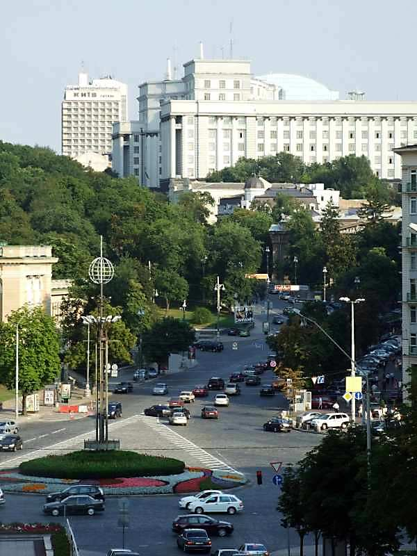 2007 р. Перспектива Європейської площі і початку вул.Грушевського з Трисвятительської вул.