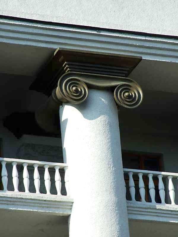 Іонічна капітель колони