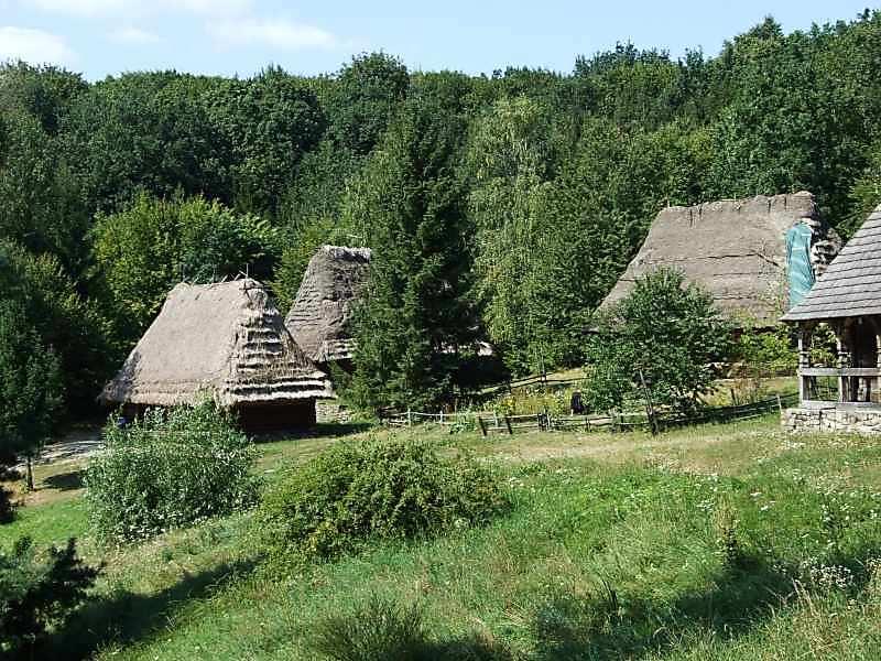 2007 р. Панорама (ліворуч – садиба із с.Розтоки, праворуч – садиба із с.Рекіти)