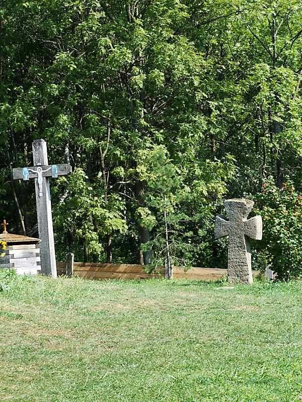 2007 р. Хрести на обійсті