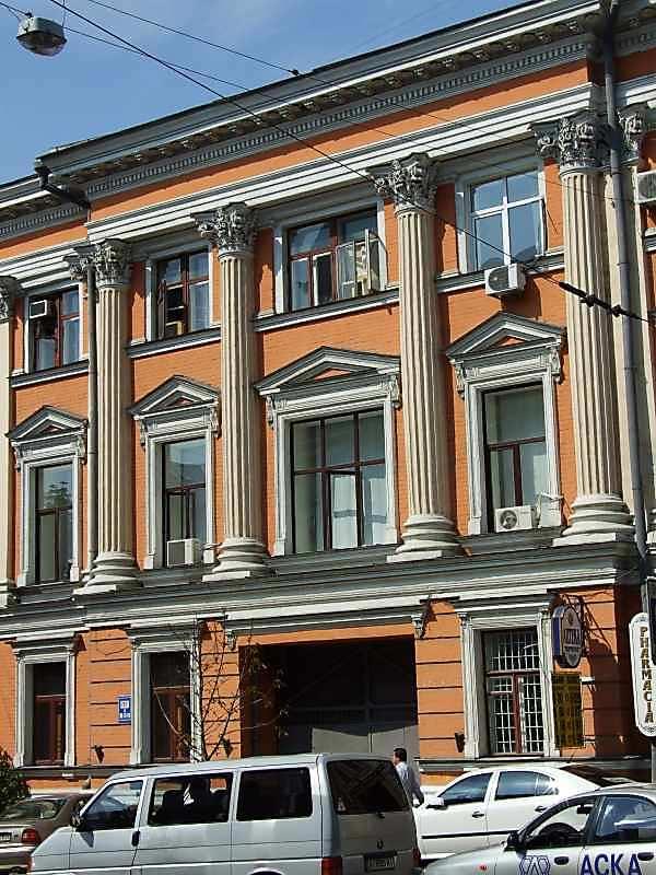 2007 р. Права частина фасаду по вул. Петлюри