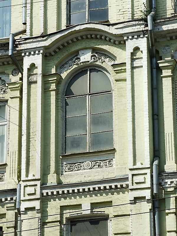 Центральна частина 3-го поверху головного фасаду